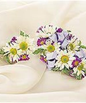 Daisy Corsage & Boutonniere Package